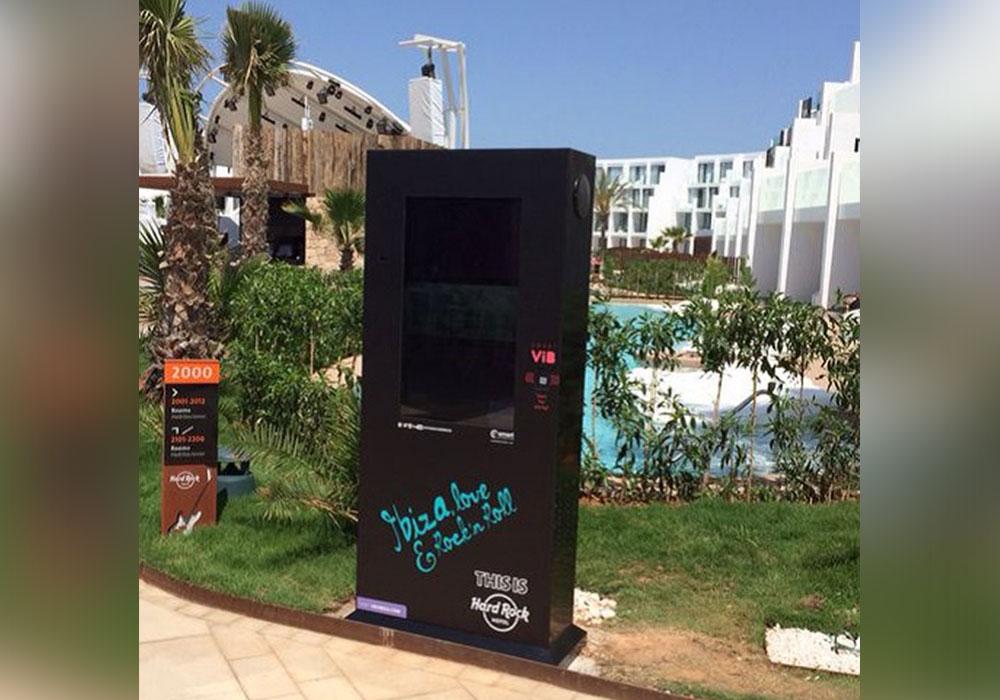 Proyecto de 12 Totems realizado por NSH para una Cadena Hotelera en Ibiza