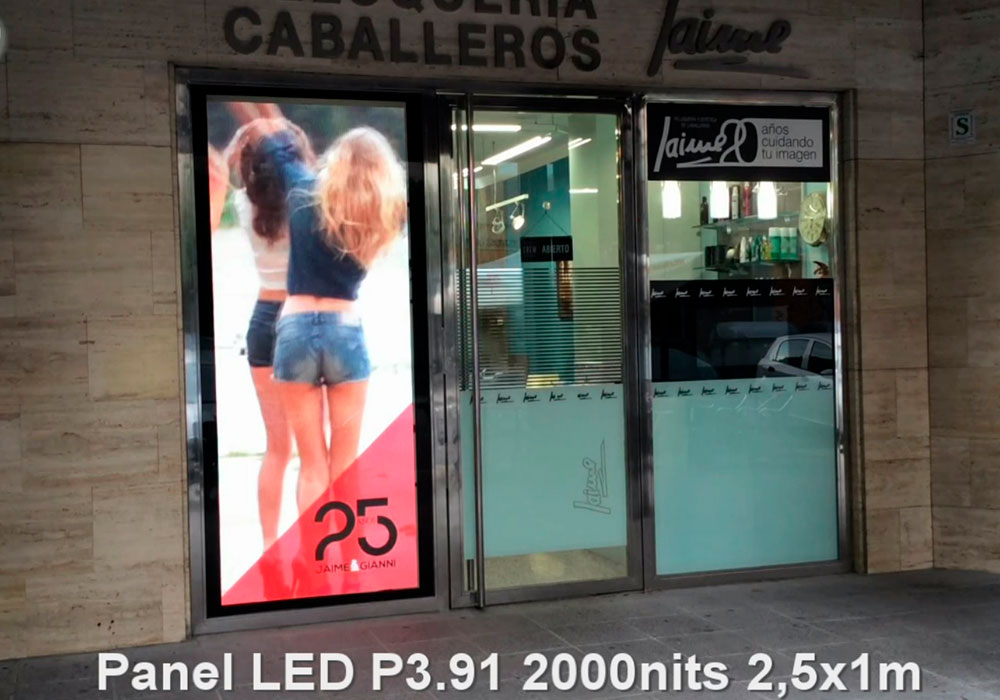 Panel LED 1x2,5m vertical P3.91 2000nits en Sevilla